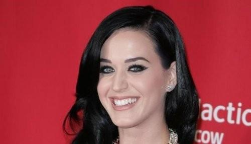 Katy Perry se blanquea las cejas [FOTO]