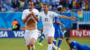 Uruguay en histórica jornada derrota a Italia y avanza a los octavos de final del Mundial Brasil 2014