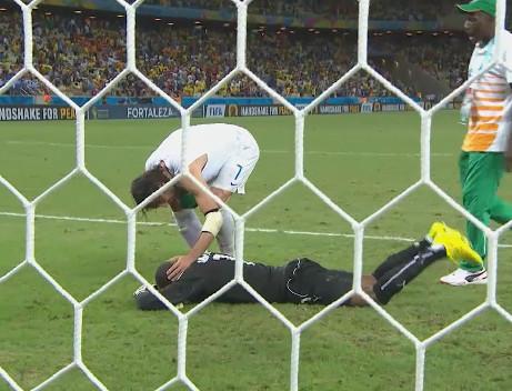 Grecia accede por primera vez a octavos de final tras vencer a Costa de Marfil con gol de penal en el último minuto