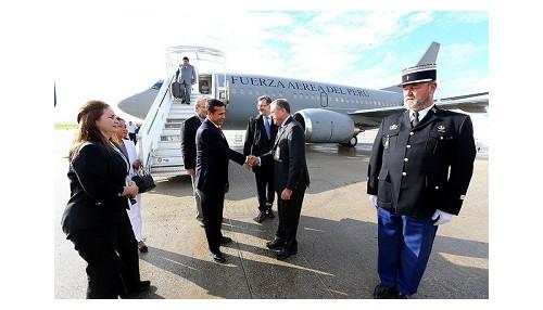 Llegó a a París el Jefe de Estado para asistir a foro económico sobre América Latina y el Caribe
