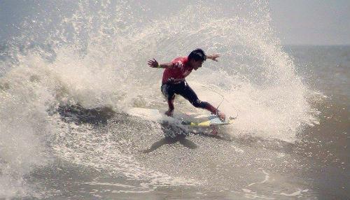 Surfista ADO PERÚ Juninho Urcia clasificó al Mundial Pro Juvenil