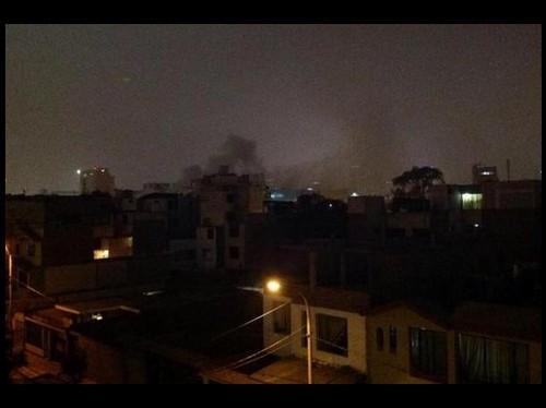Fuerte explosión se produjo en complejo de la Policía Nacional del Perú en la avenida Aramburú