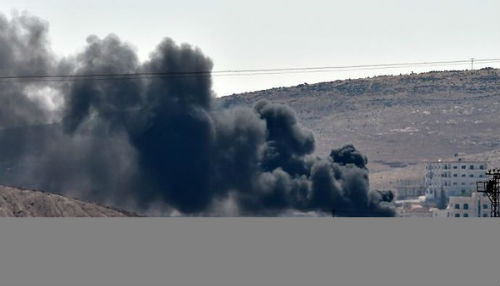 ISIS levanta banderas en el lado oriental de Kobane