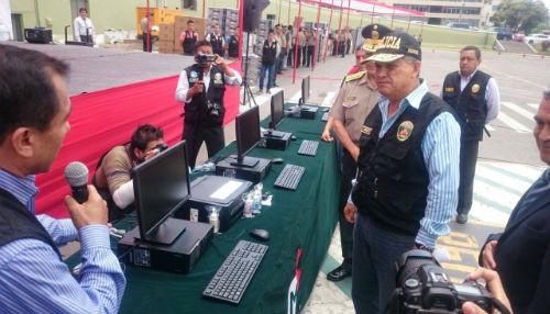 Ministerio del interior entreg 2 200 computadoras y 1 430 for Ministerio del interior comisarias