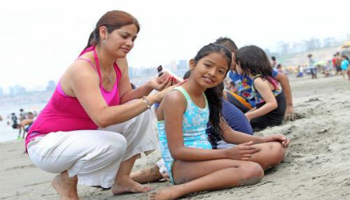 EsSalud recomienda protector solar con factor 50 + para evitar cáncer de piel