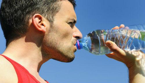 EsSalud recomienda beber líquido para prevenir problemas renales