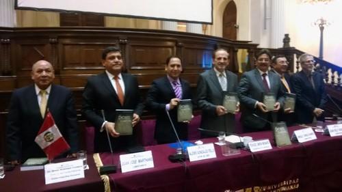 Libro Los Dioses del Capital fue presentado en el Congreso de la República