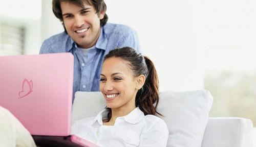 Las mujeres consultan ofertas online de Licores, y los hombres de Pañales
