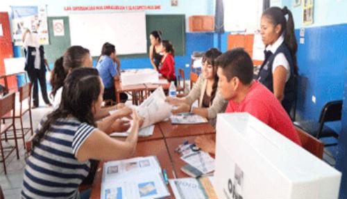 ONPE capacitó a miembros de mesa para elección al CNM por parte de Colegios Profesionales