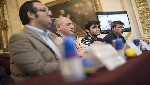 Este domingo Carlos Sainz Jr conducirá el Red Bull por el paseo de los héroes navales