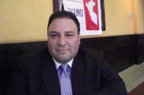 Enrique Odría, recolecta firmas para postular a la presidencia del Perú