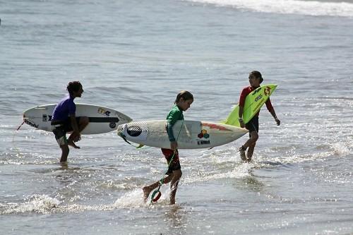Javier Swayne presenta nuevo Campeonato de Surf para niños
