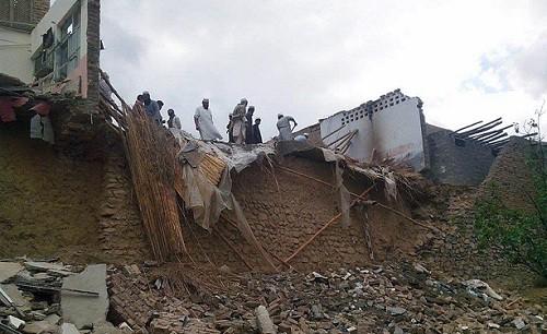 Gran terremoto en Afganistán y Pakistán deja al menos 135 muertos