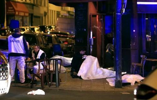 París: Policía lanza asalto a sala de espectáculos Bataclan, los terroristas han sido abatidos