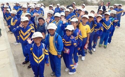 """Niños y adolescentes juramentan como los nuevos """"guardaparques junior"""" de la Reserva Nacional de Paracas"""