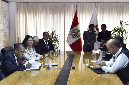 Ministro del interior y embajador de ee uu firman for Foto del ministro del interior