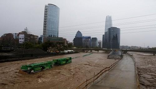 Inundaciones dejan al menos 9 muertos en Chile y Uruguay (VIDEOS)