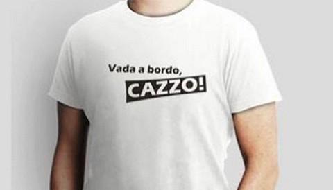 Camiseta con la frase 'Vada a bordo..cazzo!' es furor en Italia y el mundo