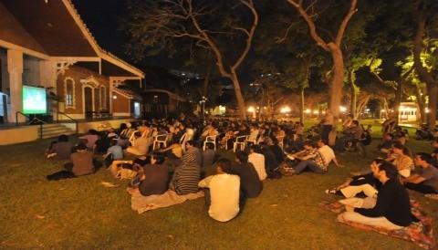 Cine bajo las estrellas en el Parque Reducto Nº 2 - Miraflores