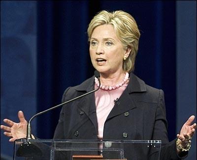 Hillary Clinton: 'Muerte de Gadafi no garantiza el fin de la guerra en Libia'