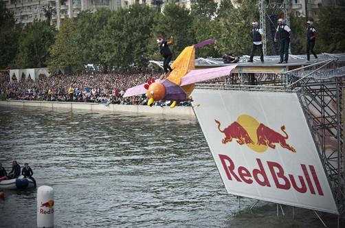 El Red Bull Flugtag llega  por primera vez al Perú (Video)