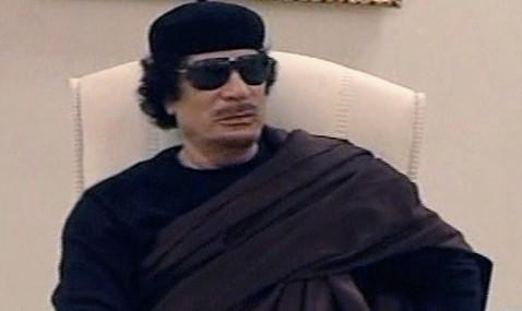 Gadafi antes de morir: 'No disparen, no disparen'