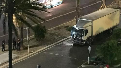 Camión embiste a multitud en ciudad francesa de Niza: decenas de muertos
