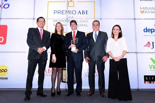 Arca continental corporaci n lindley recibe el gran for Lindley trabajo