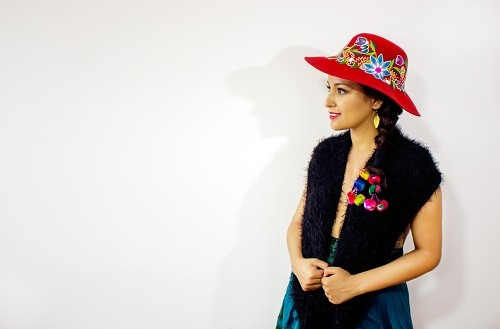 """Araceli Poma realizó el lanzamiento de su video clip """"Navidad"""" en versión quechua"""