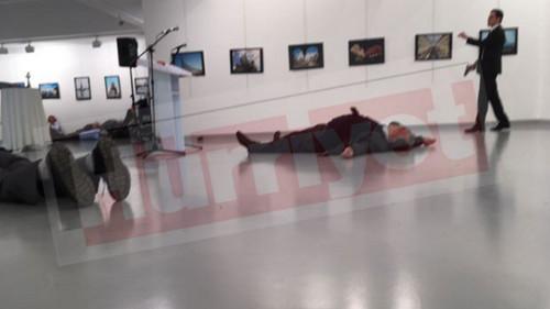 [Turquía] El embajador ruso es asesinado por un extremista islámico