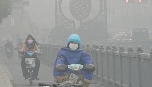China: millones comienzan el año nuevo envueltos por alertas de salud y caos de viajes por el smog