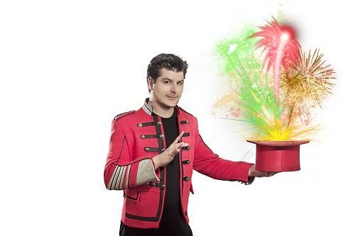 Mago George inicia clases de magia para niños y adolescentes