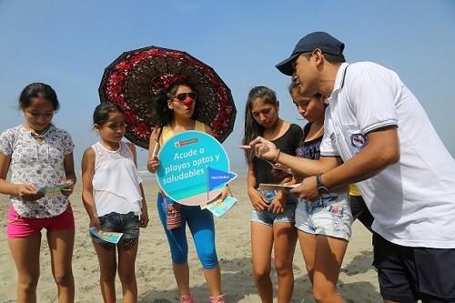 Minsa recorre playas informando sobre conductas saludables que deben tener veraneantes