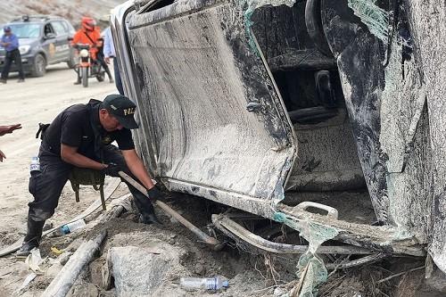 Más de 1 700 policías resguardan seguridad y apoyan a pobladores afectados por huaicos