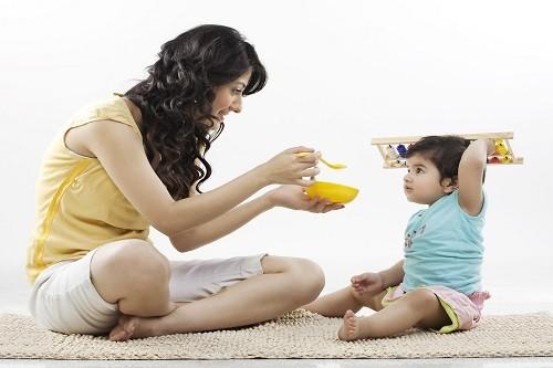 Opciones frescas de alimentación para niños durante el verano