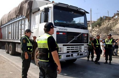 PNP exhorta a transportistas a evitar circular por la carretera central