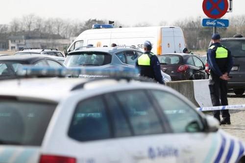 Bélgica: Un automóvil cargado de armas pasó a toda velocidad por una concurrida calle comercial