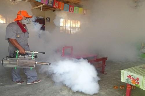 Minsa: Brigadas fumigan colegios en zona fronteriza entre Cañete y Chincha