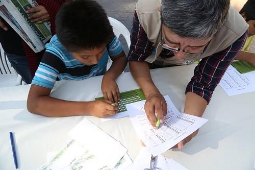 Municipio de Miraflores enseñará saludo por el día del padre en lengua de señas y braille