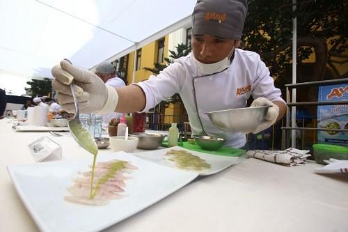Reconocidos chefs participaron en concurso 'Tiradito Innovado 2017' organizado por MML