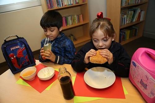 Loncheras de invierno: sepa qué alimentos incluir para evitar gripe y resfríos en niños