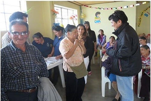 Minera La Zanja entrega 350 anteojos a la medida a población de Santa Cruz, Cajamarca