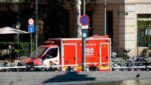 Barcelona: Furgoneta atropella a varias personas en el área central de La Rambla (VIDEO)