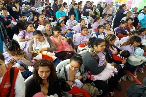 Minsa: Feria 'Somos lecheros' marcó en Lince el inicio de la Semana de la Lactancia Materna 2017