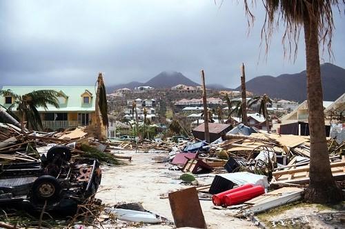 El huracán Irma llega a la Florida poniendo la amenaza extrema