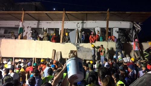 Terremoto en México: Sigue la carrera para salvar a niños de una escuela colapsada