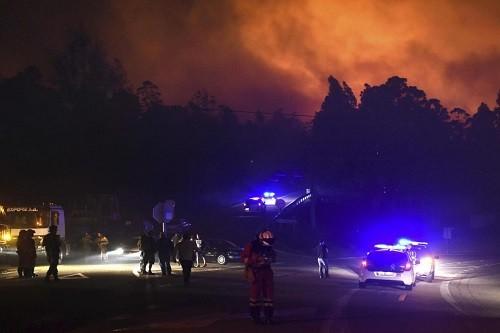 Al menos 27 muertos en Portugal y cuatro en España tras incendios forestales en la Península Ibérica