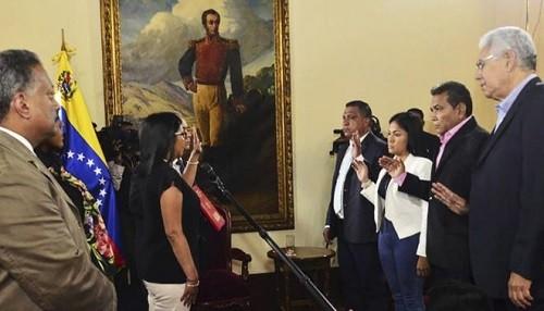 Venezuela: Juramentan gobernadores opositores a pesar del boicot