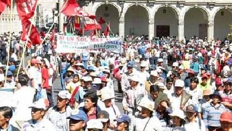 Paro regional en Arequipa por incremento del combustible