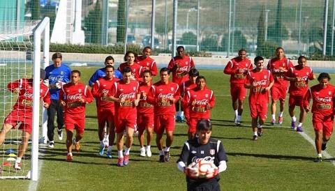 Perú visita hoy a Chile en amistoso en Arica